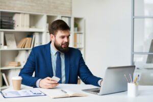 É possível otimizar a comunicação na empresa com audioconferência?