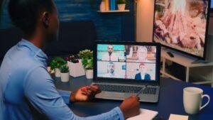 Gestão empresarial: saiba como fazer um treinamento remoto para rede de franquias